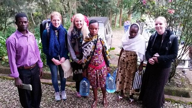 (fra venstre) Bosco, Grethe, Maren, Jonsia, Happy og Sandra før hjemmebesøk