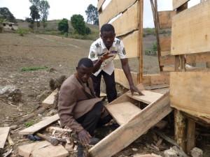 Foreldreløse Bosco fikk geit, gir tilbake ved å bygge fjøs til skolen i Kibuko