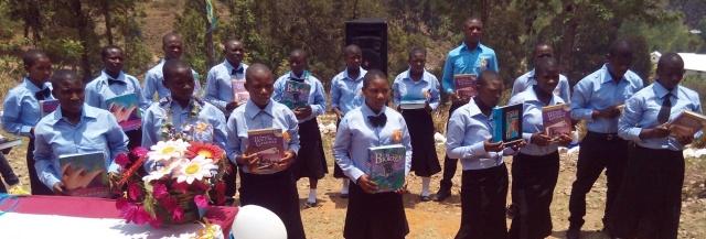 Skolebøker donert fra IBP