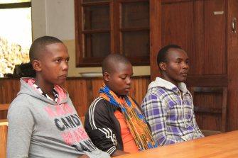 Immakulata, til venstre, er ny leder for de foreldreløse geitebøndene. Hun får god hjelp av Jessica og Emmanuel