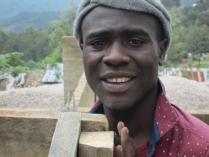 Thomas, en utholdende, ivrig og dyktig ungdom i prosjektarbeidet, ser at bygget er solid