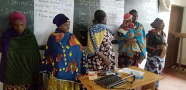 Lederne for kvinnegruppa med småbarnsmødre i Nyandira. Fra venstre Gaudensia Kibua, Grace Daudi, Merry Daniel, Flora Raphael og leder Joyce Mwenda.
